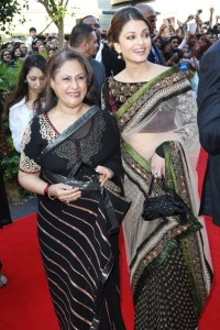 Aishwarya Rai Raavan World Film Premiere Inside 1TBFfa1fT-Nl