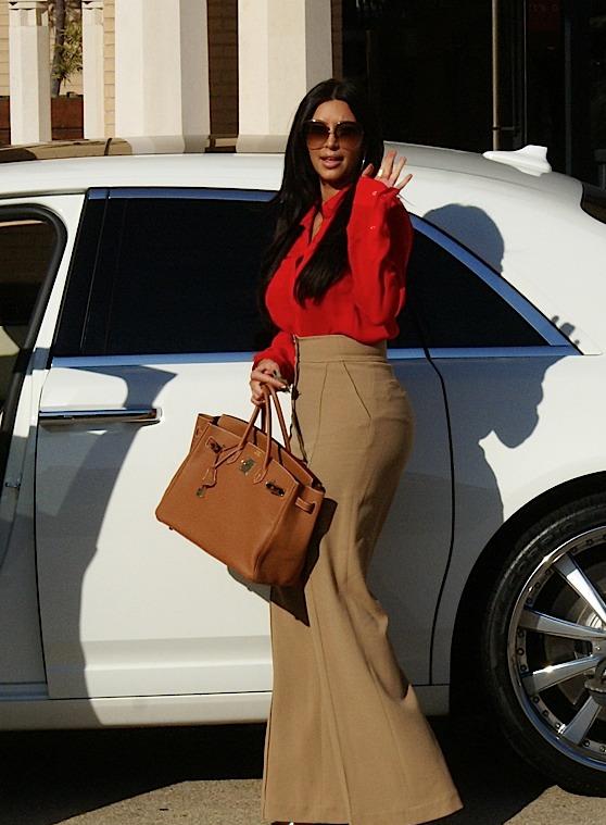 Kim Kardashian with her Birkin