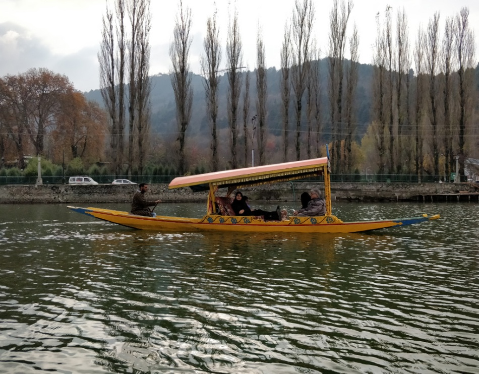 Shikara-ride-on-Dal-lake.jpg