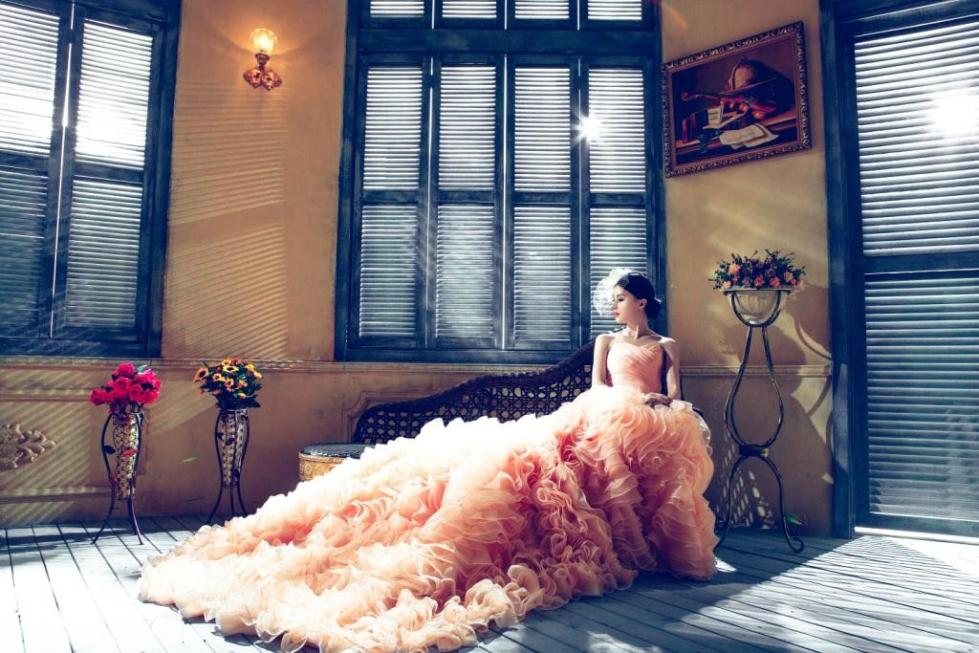 wedding-dresses-1486004.jpg