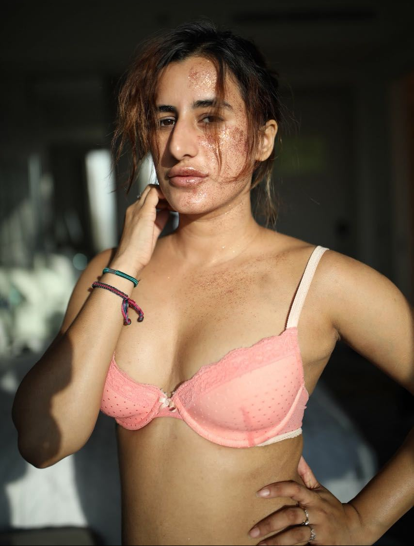 saloni-chopra-in-a-bra.jpeg