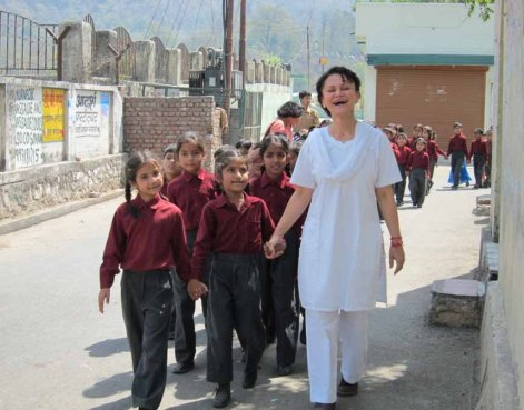 shahla-leading-kids