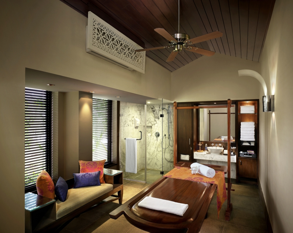 Leela-hotel-spa_massage_room.jpg