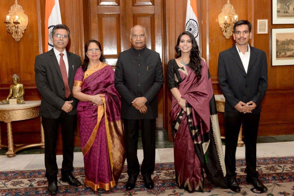 Nishtha Dudeja Meets President of India.jpg