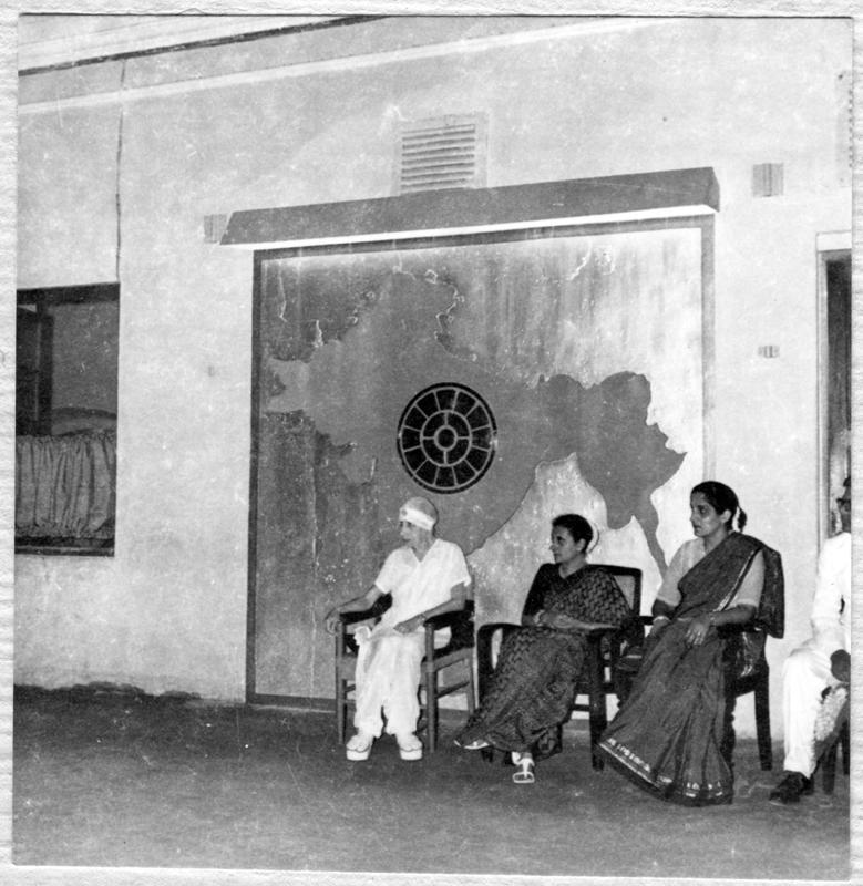 Indira Gandhi's first visit to Aurobindo Ashram.jpg