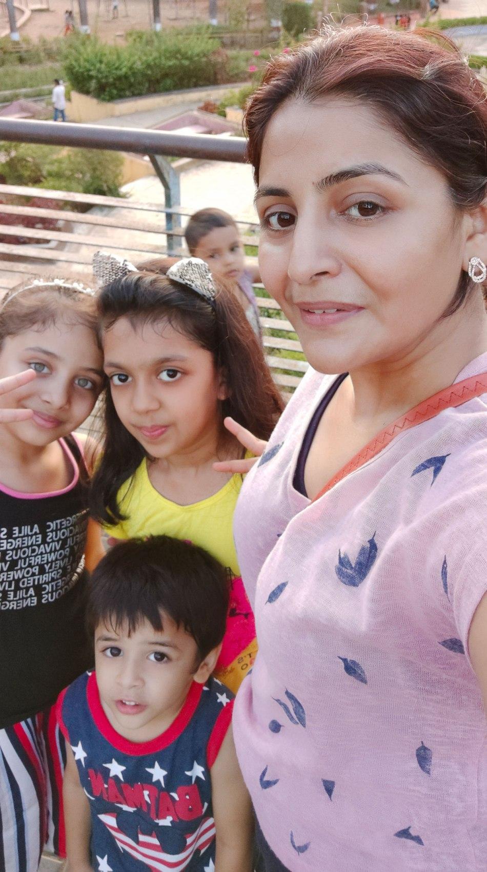 Hetal-Kasliwal-with-her-kids.jpg