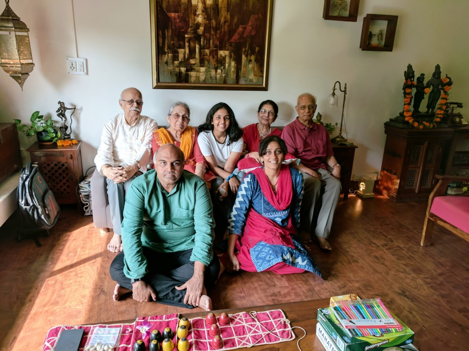 Vidita-Vaidya-with-full-family