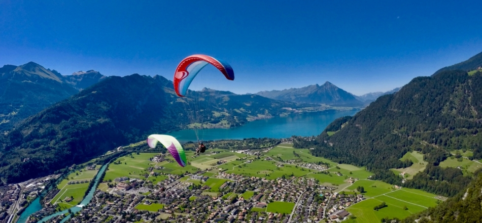 paragliding-interlaken-lake-thun-view.jpg