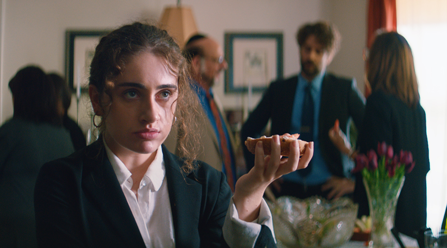 'Shiva Baby' Review: Adolescence, Bisexual Explorations and a Jewish Family Drama